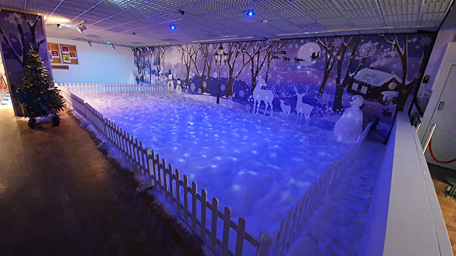 Snow Play 05